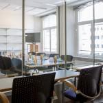 Gruppendiskussionsraum aus Sicht des Beobachtungsraums des Teststudios Frankfurt